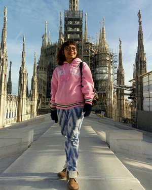 01.12.2016 . Dare to wear bright colors in the fall winter season. Dare to stand straight on the top of Duomo Milano. . . #throwback #latepost #travel #traveldiary #travelblogger #travelwithheti #jalanjalan #trip #journey #viaggio #duomo #milano #italia #europe #backpacker #tourist #tourism #ootd #outfit #look #lookoftheday #fashion #fashionblogger #fashiondiary #fashionstylist #style #moda #inspiration #clozette #clozetteid