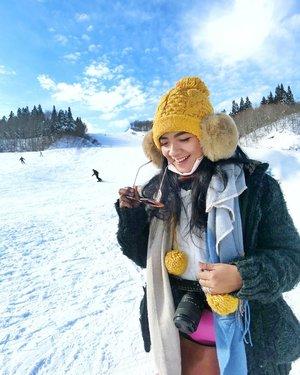#GalaYuzawa Aku gak Bisa main ski, tepatnya,  belom nyoba, tapi takut haha .. belajar roller aja pernah nabrak rolling door di garasi 😭🤣k.a.p.o.k . . . Sebenarnya, destinasi ini tidak Ada dalam rencana, tapi .. kami serombongan memutuskan untuk pergi main salju setelah kami gak ketemu salju di #shirakawagowinterlightup (sad) .. . . . Malam pertama di Osaka Aku ketemu sama turis Indonesia @syhzami & @yunce89 .. mereka udah cerita kalo ga Ada snow di Shirakawa-go 🤣Lalu mereka ke Shinhotaka, tapi kami akhirnya ke Gala Yuzawa, guys! Yuklah nanti Kita double date yaaa atur waktu 🤣🤣 . . . Kami memesan Reserved Seat Ticket Shinkansen : ueno - gala Yuzawa. Free ya Karena sudah pakai JR Pass .. kira2 1  jam perjalanan, kami beli tiket Cable Car 1800yen (setara 225K) .. sampai Gala, kami sewa sliding board 1000yen per pcs (setara 125K) Bisa dipakai sepanjang Hari, kembali jam5 sore. Kami pakai ber-13 ha ha ha .. seru! . . . Jam14.30 Aku berpisah dari rombongan Dan menikmati snow tour sendirian.. sejam mainan salju Dan menikmati pemandangan. Akan kuceritakan di postingan lain nanti, ya! . . . Selesai late lunch di food court, Aku beli crepes Dan ice cream! Gede bener porsinya🤪 harganya 600yen! (Setara 75K) waktunya cabs! Kami pulang Naik kereta jam5 jadi jam 4 kami sudah ke cable car station .. . . . Maen ke Gala cuma ngabisin kurang lebih 500K aja, oke lah kan 💚 Tips:  Kalo kamu berangkat pagian, kamu Bisa main setengah hari aja...Lalu coba Cari destinasi sore Hari Dan malam kamu Bisa ke ueno belanja di stasiun ataupun di jalanan di sekitarnya.. . . . Hari ini, Kita kerja dulu.. biar Bisa nabung buat liburan lagi to .. 💚💚 Have a good day, teman2!! #clozetteid #lifestyle #snowygala #exploregalayuzawa #wheninjapan #sofiadewitraveldiary #justtravel #traveler #traveling #travelblogger  Mostly, foto2 diambil memakai Casio Exilim TR60 Dan OPPO A9 2020