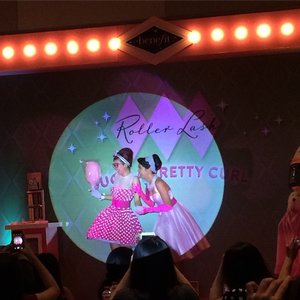 Got surprised show from this beautiful dancer from @benefitcosmeticsindonesia at #ROLLWITHINDO just now.. ❤️ fresh and fun and very excited for the next surprise after this ... 💃💃💃 I love whole package of those girls 😍😍😘😘❤️❤️ #benefitcosmetics #rollerlash #blogger #beautyblogger #clozetteid #clozettegirl #clozetteambassador