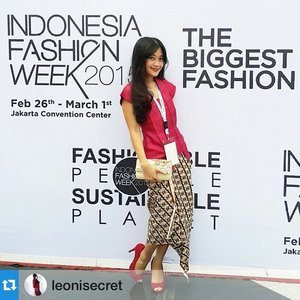 Love this outfit mix and match by @leonisecret ❤️ Makasiii sayang udah dateng ke @swanstwenty show 😘 Dan udh mampir terusss ke booth hoho.. Love you!  #Repost @leonisecret with @repostapp.・・・I wear this red cute kebaya by Swans Twenty 'Cantik Indonesia' (Beauty of Indonesia) for Indonesia Fashion Week day 4. The closing #IFW2015  #fashionweek #IndonesiaFashionWeek #fashion #fashionista #fashionid #fashiondiaries #ootd #ootdmagazine #ootdindo #red #kain #cantik #beautiful #batik #kebaya #Indonesia #lifestyle #swanstwenty #aboutalook #lookbookindonesia #beritafashion #formaldaily #clozetteambassador #clozetteid @clozetteid