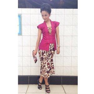 #ootd  Sisha kutubaru (tafeta bunglon) Brooch & Jarik By @swanstwenty  Clutch (batik) by @nimonina  Modern Indonesia look by Sofia Dewi  #clozette #clozetteid #swanstwenty #modernIndonesia #fashion #fashionid #fashionporn #localbrandid #funyourself #jarik #batiklover #ootdcampaign #campaignid #wearitloveit