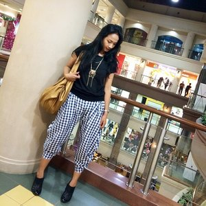 #ootd  Away from home to meet good friend 😘 Top @nimonina  Pants @swanstwenty  Shoes C&K Bag @nosemalaysia  Watch @casioid  #clozetteid #clozettegirl #clozetteambassador #fashion #fashionid #fashionworld #ootdindo #swanstwenty #jogja #yogyakarta #galeriamall #localbrandid