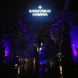 A night walk on the wild side.. it's time for a real goodbye 🤗 . . . Ingat ya guys, namaku Sopiah .. bukan Susanah .. Happy! Ini adalah bagian dari hibernasi selama seminggu .. Udah kesampaian datengin Rain Forest Lumina di Singapore Zoo .. habis hujan, kerasa banget syahdunya ❤️ . . . Mungkin .. tahun depan Singapore Biennale? . . . #Clozetteid #Lifestyle #rainforestluminasingapore #rainforestlumina #visitsingapore . . Foto paling bikin ngelus dada buat Sopiah adalah foto ke-2, ke-3 dan ke-9 ❤️❤️❤️