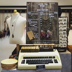 Vintage 1988 - Tokyo Street - Pavilion KL.. custom your personal stuffs here! you'll find a way to get the best of yours 😉 #vintage1988 #PavilionKL #visitKL #sofiadewitraveldiary #sofiadewifashiondiary #clozetteid #clozette #accessories #fashion #custommade
