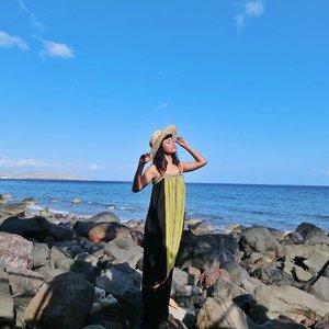 We travel not to escape life .. But for life not to escape us 🏝️ . . . . Have a great weekend, everyone! 👁️👁️ 👗 @torajamelo #clozetteid #lifestyle #travel #GirlsLoveTravel #BeautifulDestinations #BeautyJournal #traveler #TorajaMelo #ExploreLembata #exploreNTT #LembataIsland #IslandLife #travelgram #igtravel #instatravel #envywear #SoleOhaBalikLewo