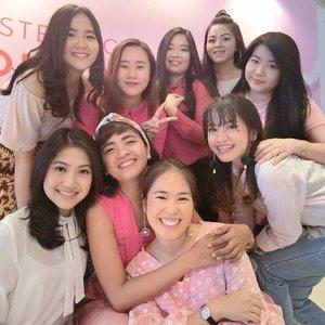 Today .. a year ago .. ☕Merapikan alis bersama ... Berpinky ria .. foto sana sini .. ...Good Morning 🙋Sehat selalu, girls! Have a great day!!❤️😍#clozetteid #LifestyleBlogger #Bloggerhood #BloggerBabes