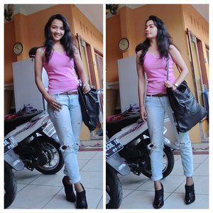 Karena halangab signal... Rada susah eksis kemarin hehehee  This is my sunday outfit :) Unbranded pink top @stradivariusoficial ripped jeans @hm leather bag Charles and keith ankle boots @casioid sheen watch  Dont forget to upload your aelfie pic and join @clozetteid #clozetteid campaign : #pedulilewatselfie untuk breast cancer awareness... Ditunggu!! ^^ #pinktober #fashion #fashionid #fashionworld #clozette #clozettegirl #clozetteambassador #ootdcampaign #campaignid