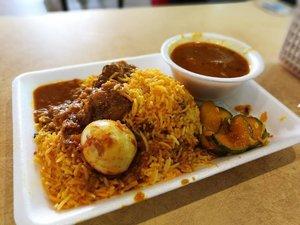 Lunch break! the best briyani rice in town! allaudin's briyani at tekka food center.. . . . . Bon appetite 😋🍽 . . . #sofiadewitraveldiary #sofiadewiculinarydiary #allaudinsbriyani #tekkacenter #foodcourt #singaporefood #visitsingapore #singaporetrip2017 #foodporn #foodism #foodgasm #instafood #SG #Singapore #streetfood #singaporestreetfood #clozetteid #lifestyle #travel #travelling
