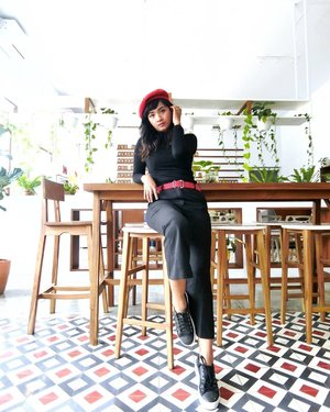Rabu rasa Senin 😄Hollaaaa 🙀Rise and Shine!  Weekdays are here!! 😍Slide ke Kiri... Kangen sama Artemy,  pas janjian meeting di cabang Kranggan,  eh,  udah ganti jadi @milkbyartemy.. Lucu banget tempat nya!! Yang berencana melancong ke Jogja,  agendakan 😃#clozetteid #lifestyle #CafeHopping #ExploreKranggan #ExploreJogja #exploreYogyakarta #KulinerJogja #Yogyakarta #SofiaDewiMudikDiary
