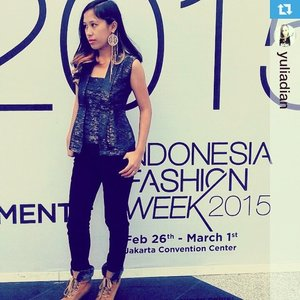 Another idea to wearing my premium kutubaru 😍looks chic yet casual ❤️ Thank you mbak di @yuliadian for donning my baby mrutu sewu at @indonesiafashionweek #IFW2015 Smooch!! ❤️❤️❤️❤️ #clozette #ClozetteID #clozettegirl#SwansTwenty #modernIndonesia #cantikindonesia #kutubaru #premiumkutubaru #leecooper#repost from @yuliadian with @repostapp.・・・Its a #latepost when I dress up for Indonesia Fashion Week 2015. MC-ing for SwansTwenty media press conference that day.. Top by Kutubaru @swanstwenty jeans by @leecooperindo earing by Forever 21 and shoes from flea market in Paris.#fashion #ootd