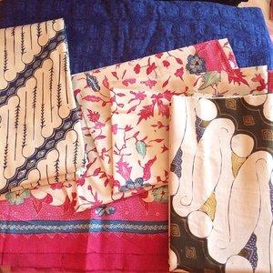 Good Morning, Sunday... let's have a fundate today ❤️ who's gonna say no to this gorjeous batik ? let the hand dancing and make a cute dresses with those.... 👭 #RamadhanDay11 #batikchic #swanstwenty #swanstwentymadetoorder #sofiadewifashiondiary #clozette #clozetteid #fashionid #fashionworld
