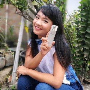 #AvoskinAtJXB Hallo 🙋 ...Aku mau cerita tentang skincare favorit aku nih! Sama-sama lahir di Jogja, @avoskinbeauty sama aku ada banyak kemiripan lho! Di antaranya : bersahabat, mudah beradaptasi sama orang baru dan cinta lingkungan! (Weits!🤣) Kemasan barunya sudah sangat membumi dengan botol kaca yang higienis dan ramah lingkungan 💙 ...Udah pada tahu kan kalau Avoskin akan hadir di Jakarta X Beauty, 26-28 Juli 2019 nanti di Senayan City! Nah! Dan seperti biasa.. akan ada banyak campaign menarik yang pasti bakalan bikin antrian mengular seperti tahun-tahun lalu! ...Nah!Tahun ini, selain ada free merchandise dan diskon up to 40%, kamu juga bisa dapat ekstra diskon 5% lho saat belanja di booth Avoskin JXB 2019! kamu cukup bawa 2 botol kosong kemasan Avoskin kamu, gaes! Dan kalau kamu tukerin botol kosong-mu di hari pertama, kamu bakalan diikutin undian IPhone X!! Wiiiiih 😱💙 #LoveAvoskinLoveEarth !! ...Mark your calendar ya, gaes! Pastikan kamu pakai baju dan alas kaki yang nyaman, air putih dalam reusable bottle, plus bawa tas belanja kain dari rumah ya! No plastic please, yaaaa 🙋Happy hunting! Happy shopping! And have fuuuun di #JXB2019 🙋#clozetteid #beauty #lifestyle #eventjakarta #SenayanCity