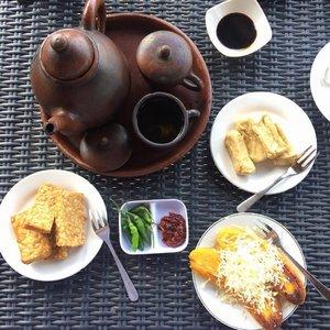 My kind of Afternoon Tea... . . . #yogyakarta #sofiadewitraveldiary #sofiadewimudikdiary #kratonboko #bokosunsetresto #kulinerjogja #lifestyle #clozetteid #afternoontea #tehpoci