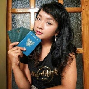 Paspor Kadaluwarsa bisa diperpanjang?  Perpanjang Paspor cuma perlu bawa e-KTP?  Proses pengajuannya gak sampai sejam? Proses pembuatan e-passport gak sampai seminggu?  Mau tanya apa lagi? 😜 . . . Akhirnya sudah up di blog kemarin! Gimana pengalamanku bisa perpanjang paspor yang udah expired di Mal Pelayanan Publik DKI Jakarta! Sistemnya sangat baik! Ada juga tips dan trik biar bisa cepat bikin paspor resmi tanpa calo! Feel free untuk meluncur ke www.sofiadewi.com dan klik link di bio aku yes 🙋 semoga bermanfaat! . . . Have a great weekend, everyone!  #clozetteid #lifestyle #MalPelayananPublikDKI #SofiaDewiTravelDiary #Travelgram #weekendmood