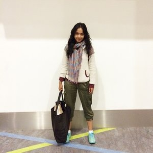 Good Morning!! Early morning I woke up as a stylish zombie offfccourse 😜😜 Very soon good bye for a while KL.. In sha Allah jumpa lagi next month until my field task is done 😊😊 Scarf from @hannahhashim (turkish shawl) Jacket by kitschen Pants by zara Inner by @nimonina (sweatshirt) Believe me.. KLIA2 aircond is amazing! 😝😝😂 See u soon Jakarta Gonna fly with Lion Air very soon 😃 #clozetteid #clozettegirl #clozetteambassador #sofiasaritraveldiary #funtrip #funyourself #funtraveller #workliday #schooliday #fashionid #fashionporn #ootd #ootdcampaign #campaignid #wearitloveit #sofiadewi #kualalumpur #klia2 #goodbyeKL #helloJakarta