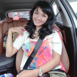 "Hello, Bandung! Yuk! Awali Desember dengan hati senang.. baju warna cerah.. dan rambut lebih ""rapi"" 😋 . . . #sofiadewibeautydiary #sofiadewico #clozette #clozetteid #lifestyle #fashion #friday #travelling #traveller #fashionid #casioindopca"
