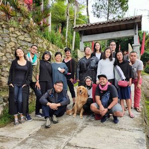 #OPPODiscoveryTrip  If you want to go fast, go alone.. If you want to go far, go together .. 💙 . . . Seminggu berlalu bersama @oppoindonesia R17 Pro dream team 🙋 dan Melo 🐕 . . . Jalan-jalan .. kuliner .. trekking .. workshop fotografi .. bareng teman-teman baru dari dunia kreatif!  Seneng lho bisa bikin peserta workshop menang lomba foto.. 😍  Cerita lengkap soon up di blog ya! . . . #OPPOxTORAJAMELO #clozetteid #IndonesianInfluential #lifestyle #travel #Travelgram #TravelBlogger #SofiaDewiTravelDiary #SoulfulTravel #WeavingTheStoriesOfIndonesia #SaveWeavingSaveLife #Wanderlust 📸 By @alfiansmn