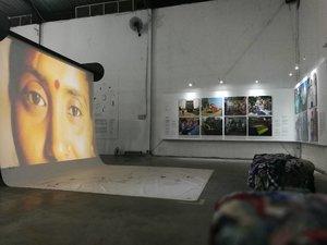 ada harga yang harus dibayar atas nama kemajuan industri. And yes.. the deserved a better life.. . . . Fast Fashion - the Dark Side of Fashion IKAT / eCUT Exhibition Gudang Sarinah Ekosistem Open until 9th April 2017 (10am - 7pm)  FREE ADMISSIONS . . . Exhibition by: Goethe Institut Indonesia Curators: Dr. Claudia Banz Exhibition Designer: Largo Architects ft. @cnditan Constructed by: Serrum Studio . #sofiadewieventdiary #jakartaevent #happeningnow #IKATeCUt #lifeofadesigner #museumdesign  #somuchtolearn #gudangsarinaekosistem #leica #leicalenses #latepost #latergram #clozetteid