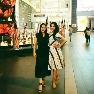 Good Morning ❤️ thanks dear @sarylatief you look adorable with the batik parang dress 😍😘 enjoy your holiday at Kuala Lumpur and Kelantan ❤️ #swanstwenty #butikjakarta #butikjakartaselatan #butikgandaria #gandariaI47 #fashiondesigner #sofiadewifashiondiary #clozetteid #pavilion #visitmalaysia2015 #bukitbintang #pavilionKL @pavilionkualalumpur