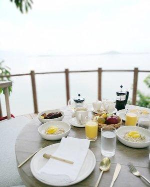 Island breakfast .. Alhamdulillaaah bisa menikmati sarapan sehat di hot seat @cempedakisland sebelum dijemput boat jam9 nanti 😍 makanan di cempedak private island ini super duper juara! 😋🍽️ Thank you for the great hospitality! . . . . #clozetteid #lifestyle #sofiadewitraveldiary #cempedakisland #cempedakprivateisland #wanderlust  #leica #leicalense #sundaymorning #weekendgetaway #weekend #islandparadise #islandlife #exploreindonesia #wonderfulIndonesia #traveller #indonesianblogger #travelblogger #lifestyleblogger