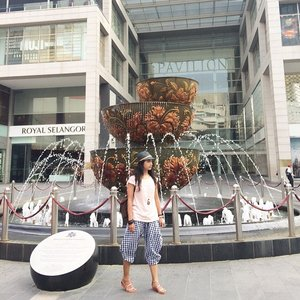 Wish u all a great weekend.. Enjoy your quality time with beloved one... Tartan lucy pants by @swanstwenty is now back in stock 😊 #newminimal #visitmalaysia #funyourself #sofiadewitraveldiary #pavilion #KL #kualalumpur #ootd #fashion #fashionid #swanstwenty #brandsoutlet #vincci #casio #fashionworld #wearitloveit #ootdcampaign #campaignid #clozetteid #clozettegirl #clozette #clozetteambassador