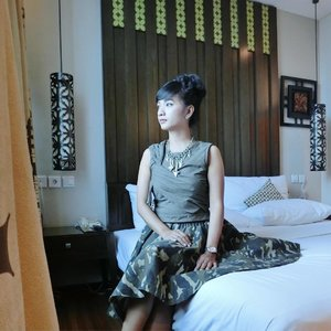 Selamat Pagi 💚🌻 Semoga jalanan Jakarta damai dan lancar hari ini 🙏 Semoga setiap agendamu berjalan sesuai rencana ya 😇  My last day in Jakarta on this short trip 💜 Tomorrow is my mom's birthday 🌻 See in April!  #ootd top and necklace by @x_sml .. skirt by @sofiadewi.co .. watch by #casioindo  Have a good day!  #clozette #clozetteid #sofiadewitraveldiary #potd #instalike #instastyle #fashionworld #sofiadewico #xsmlfashion #sofiadewifashiondiary #lookbookindo #wearitloveit