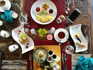 I love sleep because it's like a time machine to a great breakfast.. ☕ . . . . I have a long sunday schedule to catch up.. I need the best fuel to beat my day 😋🍽️ bon appetit #clozetteid #sundaybreakfast #weekendgetaway #lifestyle #sofiadewitraveldiary #30daysflatlaychallenge