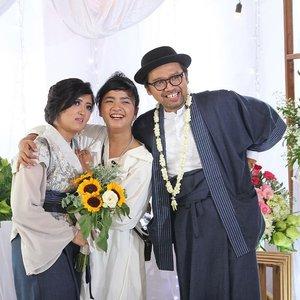 Javpanese Wedding - 29 December 2109 . . . Thank you, Mamak @silvi_dw & @dhanitobox , untuk kesempatannya.. 💙💙 mengikuti persiapan yang seru banget pasangan ini mulai dari mengkonsep baju, ukur badan, belanja bahan, milih cincin, milih make up dan hair do .. akhirnyaaaa .. selesai juga 😍😍 . . . Konsep Modern Kimono untuk sekeluarga 💙  Pakai bahan linen mix sama tenun lurik 💙💙 Seharian dinas special sama @antriesoeryanto @nuihardani @cuebret @ryriewulandari seru banget!! Happy wedding, ya Mamak + Mas!  #Clozetteid #Lifestyle #Designerlife #ModernKimonoWedding #JavpaneseWedding #Wedding2019
