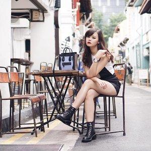 Parisian chic kind of style 😎 #JeanMilkaOOTD #TravelWithJeanMilka #JeanMilkaInSG