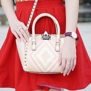 Something in pastel colour? Count me in 😍😍 @maisonvalentino  #JeanMilkaFaves #JeanMilkaOOTD #fashion #style #fashionblogger #fashionbloggerindonesia #indonesianfashionblogger #bag #valentino #valentinobag #valentinorockstud #pastel #clozetteid