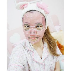 This isn't even my final form! Bunny ears + pig face, whilst pampering myself with all kinds of treatment 😚 Sorry for spamming your timeline 😜 🙈. #pamperingtime #metime #perfectnight #nightroutine #nightout #nightskincare #pigface #piggie #MOTD #JeanMilkaMOTD #hello #funnyface #clozetteId