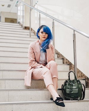 My kind of 🦄 style. Blue hair and pink suit set. Anyway ada blog post terbaru tentang shopping experience aku di Japang. All beauty lover, you need to check it out. Click aja link di bio ku yah 😘 #JeanMilkaOOTD #JeanMilkaInJapan . #ootd #ootdindo #lookbookindonesia #lookbookindo #lookbook #todayoutfit #cgstreetstyle #fashion #style #fashionblogger #outfitoftheday #outfitinspiration #streetstyle #ootdindonesia #clozetteid #ootdasean #lookoftheday #fashiongram #whatiworetoday #ootdshare #mylook #fashionista #instastyle #instafashion #todaysoutfit #fashiondiaries