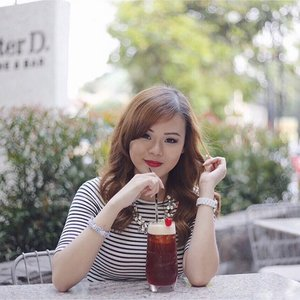 People live with their problems and suffering and yet they still have a moment to smile. I'm a simple person. It's the little things in life that makes my happy. Like a glass of refreshing tea 😎😉. #afternoontea #happyday #clozetteid #happylife #smile