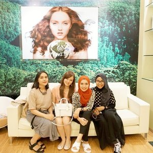 Such a happy day playing around at #thebodyshop Headquarter Office for Asia Pacific at #singapore... thanks to @thebodyshopsg for the hospitality ^^ #TBSBeautyTrip #blogger #indonesianbeautyblogger #bloggerindo #beautyevent #beautyblogger #jeanmilkaatsg #travelwithjeanmilka #bodyshop #beautytrip #clozetteid #TheFDNLive