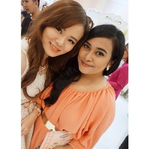 Yesterday with the beautiful and multitalented @uchiet  @benefitcosmeticsindonesia #BenefitPS Its nice too meet you 😘😍 #clozetteid #blogger #beautyevent #beautyblogger #indonesianbeautyblogger #girls #ladies #motd #fotd #todayface #todaymakeup