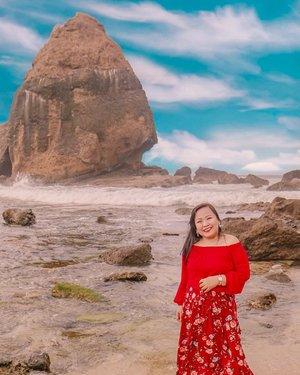 DEAR SELF , BE HAPPY !! #beach #travelbeach  #beachbabe #behappy #happybeach #jemberbanget  #jemberhits  #papumabeach  #pesonajember #happygirl  #sundaydaysout #clozetteid  #clozettedaily