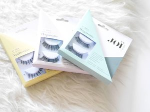 The definition of gemes in one picture. I've played with these babies and finally you can read my take on @joi.studio faux lashes on #BeautyRedemption blog soon 👀💋 . . . #fauxlashes #SociollaBloggerNetwork #instadaily #instabeauty #instagood #instagram #instamakeup #instalashes #instablogger #instanice #clozetteid #bbloggersid #indonesianbeautyblogger