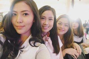 Fashion show front row with these beauties 💜 . . . . . . . #instagirls #beautybloggerindonesia #laneigemeetsfashion #clozetteid #instadaily #instafashion #instalike #instagood #instanice #igersoftheday #latepost #instamoment #insta