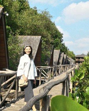 Happy Go Lucky . . . . . . . . . . .  #instagood #instagram #instago #instatravel #instalike #travelindo #traveljakarta #mangroveforest #jakartago #clozetteid #lifestyleblogger #travelootd #insta #instagirl #livelaughexplore