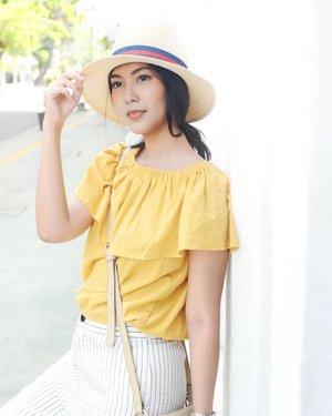 Minggu anda penuh deadline? Pakailah baju terang dan anggap sedang liburan 😂 . . . . . . . . #BeautyRedemption  #ClozetteID