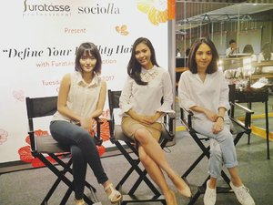 Had so much fun (taking pictures) at @furatasse_indonesia X @sociolla talkshow with these babes. Do you know, in order to maintain a solid pretty hair we must take care our scalp first and Furatasse is finally here to the rescue! . . . #instamoments #instanice #instalike #instadaily #instagram #instagood #instalikes #instabeauty #BeautyRedemption #sociolla #goodhair #clozetteid #SociollaBloggerNetwork #sociollaxfuratasse #furatassexsociolla