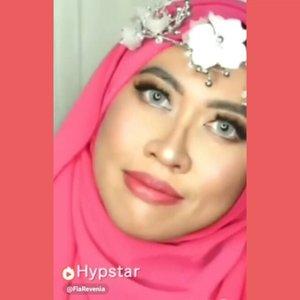 Ini lipen paling HITS yak di jagad raya Indonesia tercinta. Apalagi kalau bukan @purbasari_indonesia Hi-Matte Lip Cream. Yang gw pakai ini adalah warna Azalea (no.2). Warna sangat kekinian dan tentu saja mainstream shg cucok meyong dipakai sehari-hari. Kalian ada punya produknya @purbasarimakeupid ga???..#Hypstar #HypstarIndonesia #love #Indonesia #HypstarID #Purbasari #purbasarimakeup #PurbasariIndonesia #IndonesianBeautyBlogger #KBBV #KBBVmember #ClozetteID #lipstick #lipstickaddict #lipcream @hypstar.indonesia