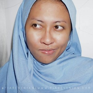 This is my bare face. Dengan segala macam bintik jerawat maupun bekas jerawat, just try to find a comfort on your own skin. . #clozetteID #clozettedaily #beautyblogger #beautybloggerid #IndonesianBeautyBloggers #indonesianfemalebloggers #kbbv #love  #atomcarbonblogger #indonesia #indonesianhijab #bareface #barefaceselfie