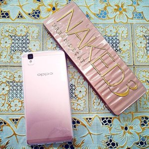 I like #Rose when it is #Gold.  #RoseGold #pantone2016 #urbandecay #naked3palette #naked3 #urbandecaycosmetics #oppor7s #coloroftheyear #ColorTrend2016 #makeupfreak #makeup #gadget #clozetteid  Thanks Hubby for loving me... :* :* @irsan_widyawan