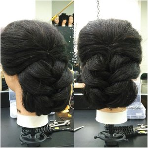 a much simple, clean and classy-er look for the practical ladies out there 💋 another braiding for samples wheee 💋 Makeup + hairdo service kindly email: muses.wonderland@yahoo.com  #hairdowedding #makeupartistmalaysia #hairstyle  #preweddingjakarta #weddingku #salonjakarta #weddingjakarta #hairstylistjakarta #muapenang #carimua #hairupdojakarta #hairdojakarta #hairdoindonesia #salonjakarta #rambutku #stylerambut #jakarta #indonesia  #carihairstylist #photoindonesia #theresiafeegy #clozetteid #penatarambut #zalonku #allthingshair #indobeautygram #muajakarta #makeupartistjakarta #muapenang #carimua  #kursusmakeupjakarta #belajarmakeupjakarta #beautyclassjakarta