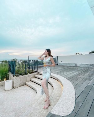 Rooftop nya @novusjivaanyer is a must visit... Wearing my slit dress and heels @zaloraid , dont forget to use ZLRVICI to get 22% off + xtra 10% cashback!  . . #Ootd #ootdfashion #ootdinspo #ootdideas #ootdindo #ootdindokece #ootdinspiration #ootdindonesia #indobeauty #indofashion #indofashionpedia #indofashionpeople #jakartaspot #jakartahits #ootdjakarta #jakartabeauty #indofashionblogger #clozetteid #lookbooks #lookbooklookbook #lookbookindonesia