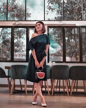 Ga sengaja nemuin 2 cara buat pake dress ini, open shoulder or make it 1 shoulder 🤗 @mclabel.id emank beda! . . #Ootd #ootdfashion #ootdinspo #ootdideas #ootdindo #ootdindokece #ootdinspiration #ootdindonesia #indobeauty #indofashion #indofashionpedia #indofashionpeople #jakartaspot #jakartahits #ootdjakarta #jakartabeauty #indofashionblogger #clozetteid #lookbooks #lookbooklookbook #lookbookindonesia