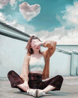Inspirasi outfit n hair style jogging cantik di gang rumah 🤪🤣 . . #Ootd #ootdfashion #ootdinspo #ootdideas #ootdindo #ootdindokece #ootdinspiration #ootdindonesia #indobeauty #indofashion #indofashionpedia #indofashionpeople #jakartaspot #jakartahits #ootdjakarta #jakartabeauty #indofashionblogger #clozetteid #lookbooks #lookbooklookbook #lookbookindonesia