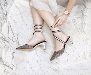 """Every girls need at least one """"princess"""" shoes 👸🏻 psstt this one is affordable too 👌🏻 @cher_son_shoes . . #princessshoes #cinderellashoes #partyshoes #shoesdetails #prettyshoes #prettyheels #heelscantik #weddingheels #kittenheels #kittenheelshoes #clozetteid #shoeslovers"""