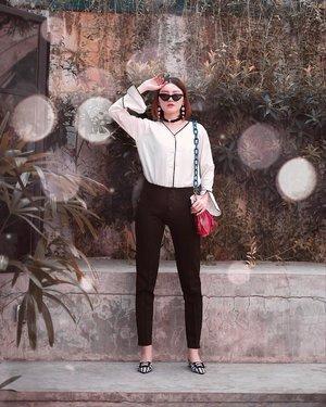 Slayin office look with kaila button pants from @monomolly.id enak n gampang dipake soalnya karet melar gitu n jatuhnya bagusss 👌🏻 . . #Ootd #ootdfashion #ootdinspo #ootdideas #ootdindo #ootdindokece #ootdinspiration #ootdindonesia #indobeauty #indofashion #indofashionpedia #indofashionpeople #jakartaspot #jakartahits #ootdjakarta #jakartabeauty #indofashionblogger #clozetteid #lookbooks #lookbooklookbook #lookbookindonesia